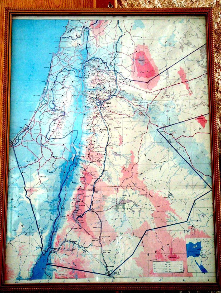 """Современная карта (Петра). К востоку от Иордана - Иордания, к западу - """"Палестина"""". Израиль вообще отсутствует."""