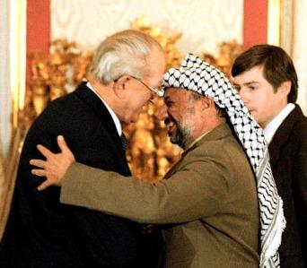 """Изобретатель """"палестинского"""" народа и его раис. Кремль, 1983 г."""